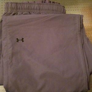 Mens Underarmor wind pants. Gray, Large
